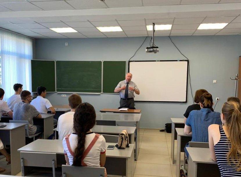 В СГУ прошла лекция профессора Ханса Юргена Штюмпеля
